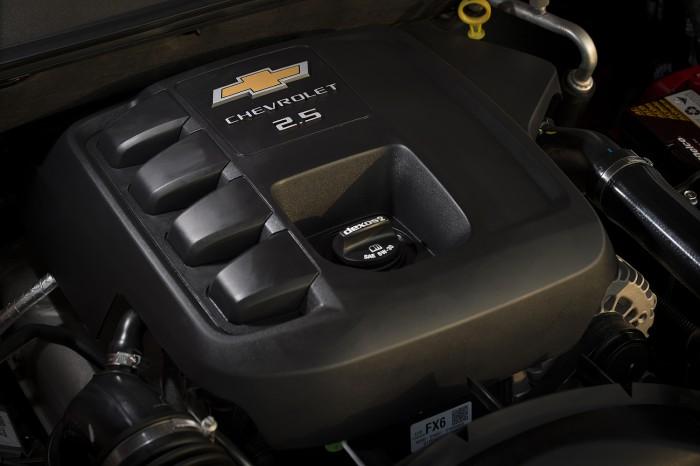 2017 Chevrolet Colorado_engine detail